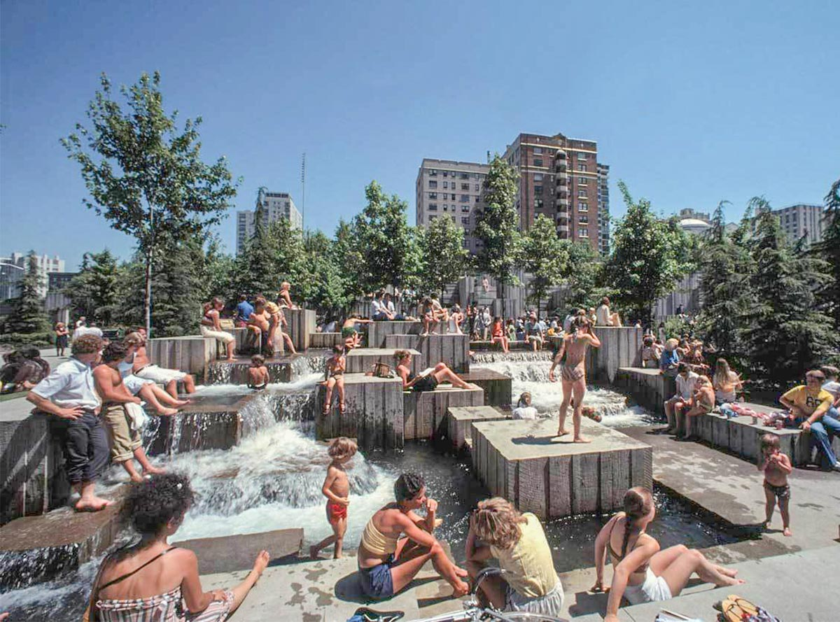 Image of the Cascade Fountain in the 1970s.